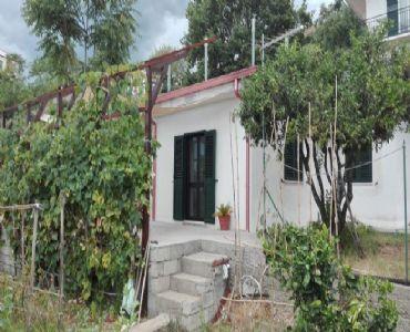 Casa VacanzeCasa indipendente veranda e giardino