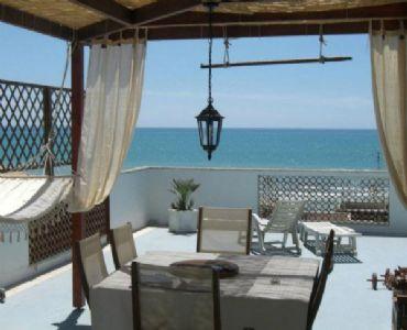 Casa VacanzeAttico vista mare a 50 metri dal mare