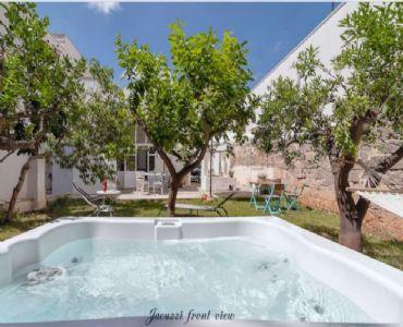 Casa VacanzeCasa con giardino e Jacuzzi al centro di Taviano