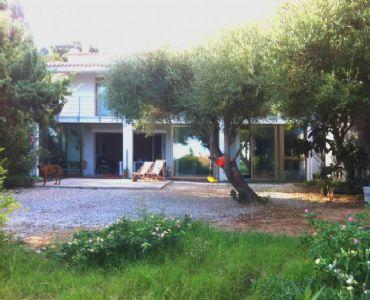 Casa VacanzeAppartamento moderno con giardino privati.