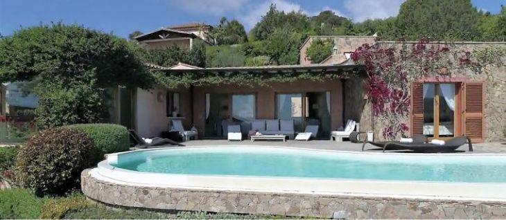 Villa di lusso con piscina vista mare for Case moderne con piscina