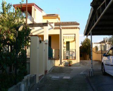 Villa VacanzeVilla Rosy tra mare e cultura