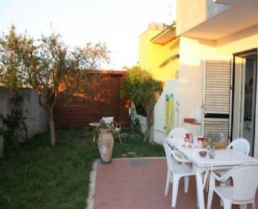 Casa VacanzeCasa Ariena, grazioso appartamento con giardino