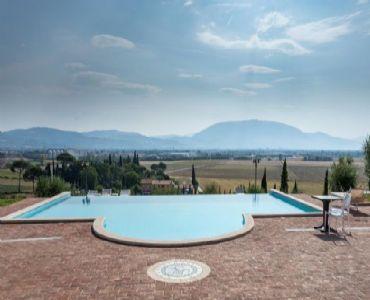 AgriturismoAppartamento con piscina vicino  Assisi