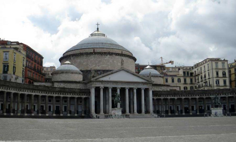 Leggi: Piazza Del Plebiscito a Napoli: meraviglia mozzafiato
