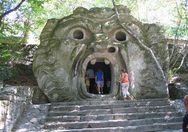 Leggi: Il Parco dei Mostri, tra sculture mostruose e vegetazione
