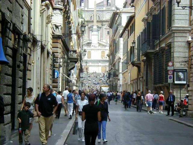 Leggi: Fare shopping a Roma tra negozi e griff