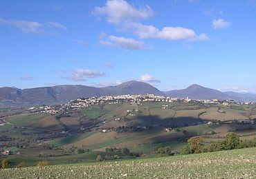 Leggi: Camerino: città d'arte tra le colline dell'alto maceratese