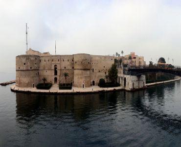 Leggi: Il Castello Aragonese di Taranto: uno scrigno di sorprese!