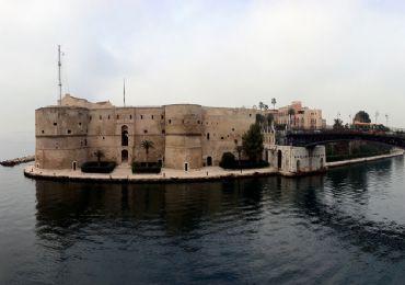 Leggi: Castello Aragonese di Taranto: Storia e Curiosit� da sapere
