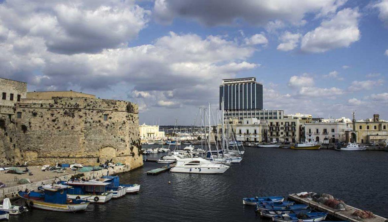 Leggi: Gallipoli: Cosa Vedere  Spiagge e Curiosità