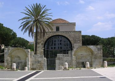 Leggi: Basilica di San Saturnino