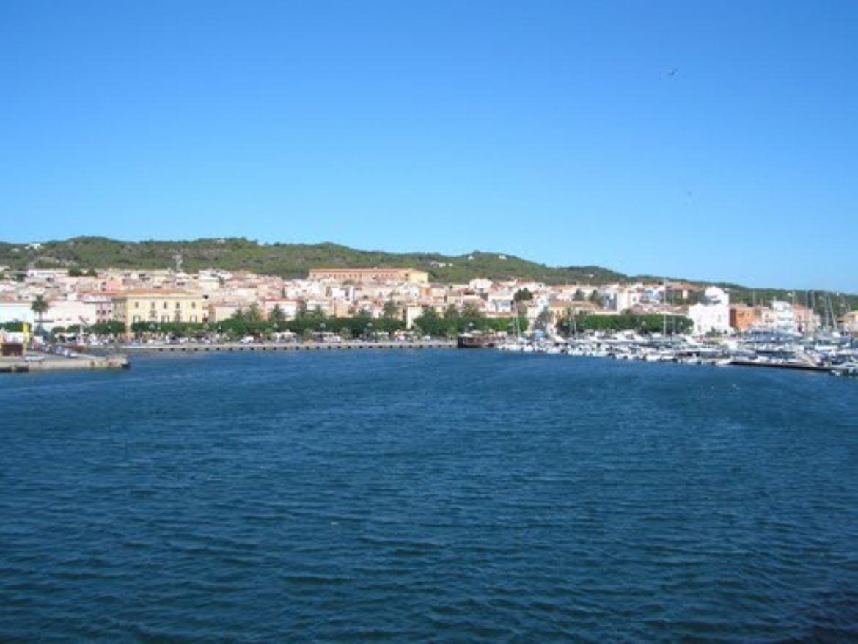 Leggi: Carloforte, gioiello nell'Isola di San Pietro