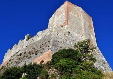Leggi: Castiglione d'Orcia e la suggestiva Rocca di Tentennano
