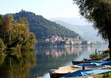 Leggi: Il Lago di Piediluco