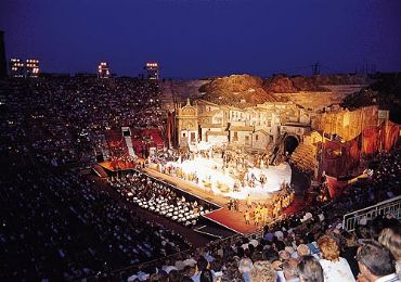 Leggi: Arena Di Verona