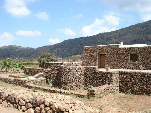 I dammusi abitazioni tipiche di pantelleria for Immagini di case antiche