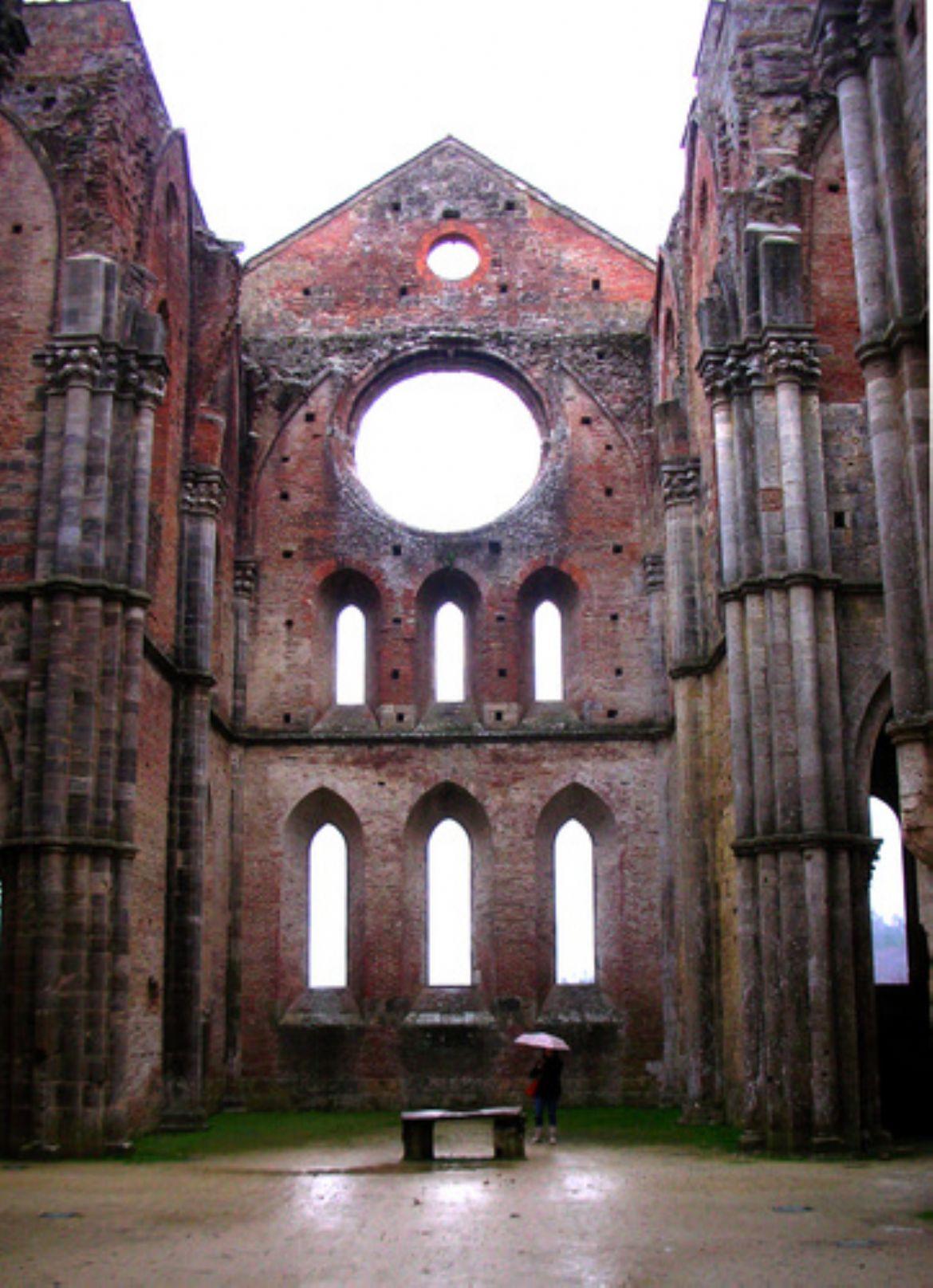Abbazia di San Galgano ricco di storia e di bellezza