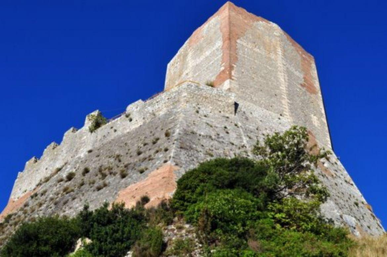 Castiglione d'Orcia e la suggestiva Rocca di Tentennano