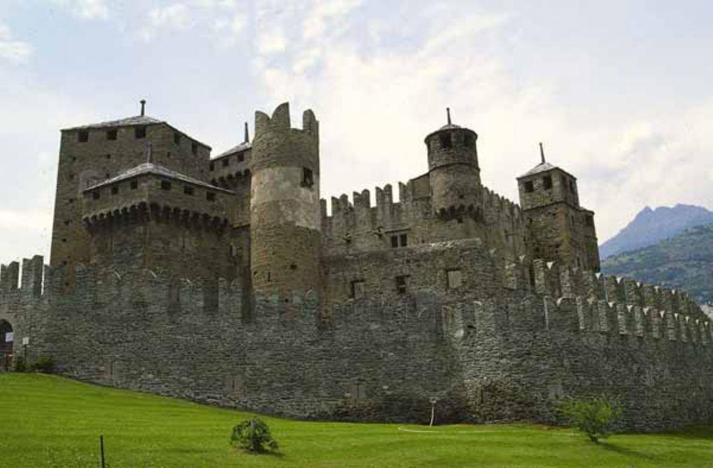 Il castello di fenis for Castello come piani di casa