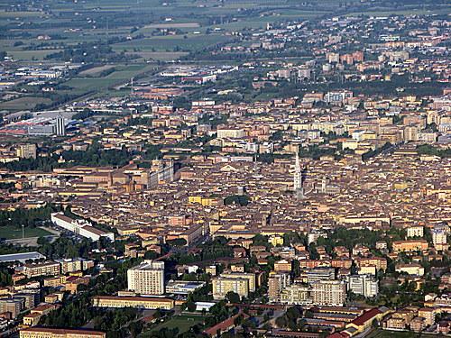 Modena Tra Arte Storia E Tradizioni Guide Turistiche