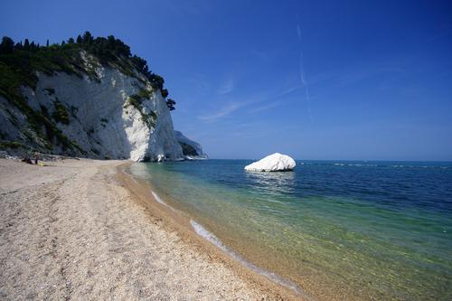 Numana la signora della riviera del conero guide for Hotel meuble la spiaggiola numana