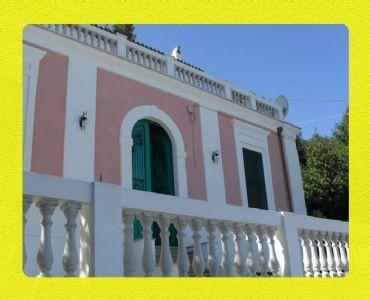 Villa VacanzeElegante Villa sul mare immersa nel verde