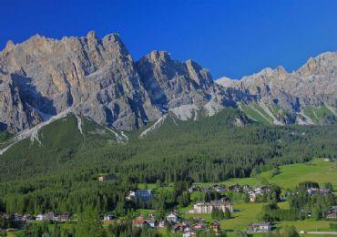 Leggi: La perla delle Dolomiti: Cortina D' Ampezzo ecco quello che c'è da sapere